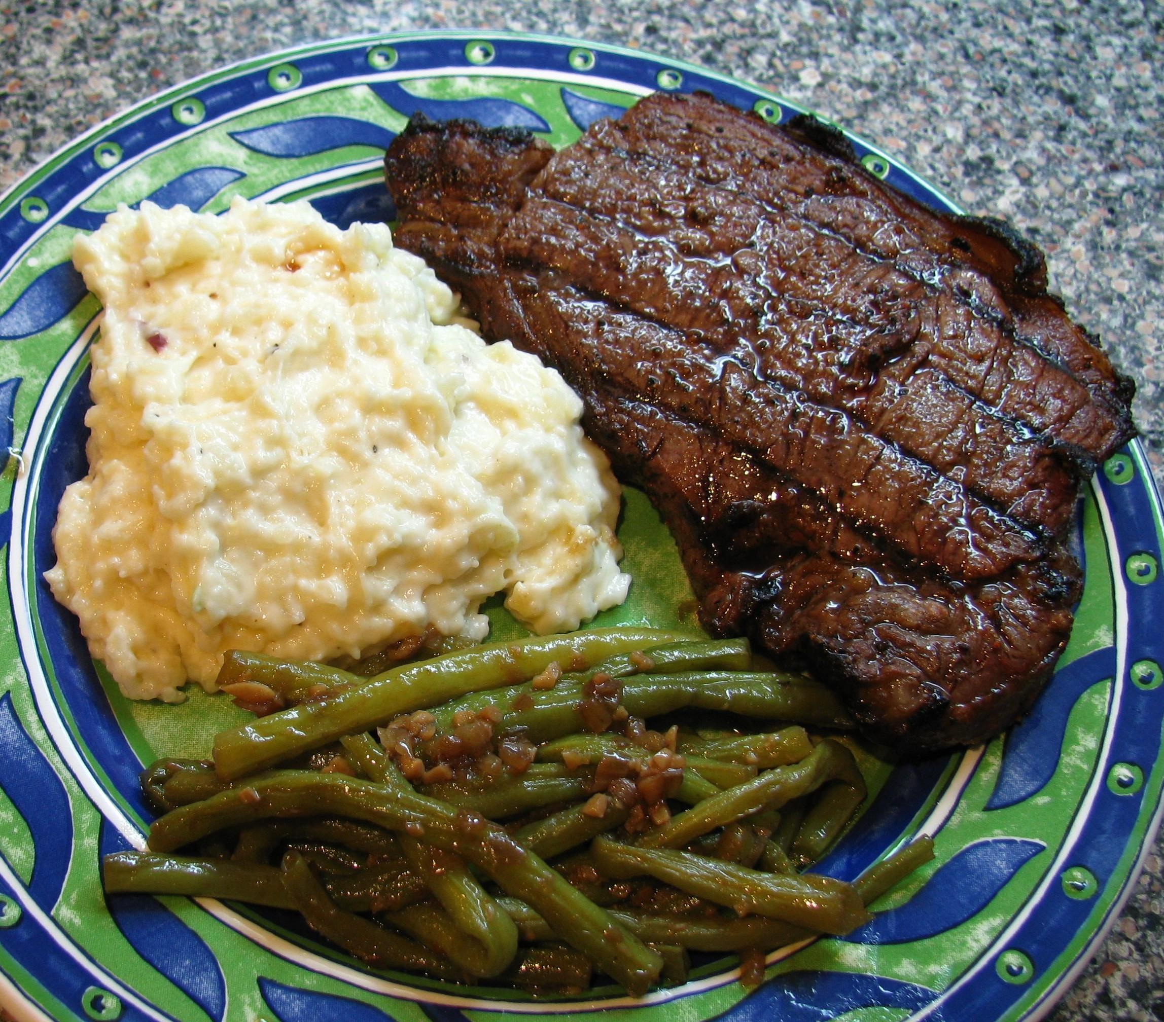 Steak_GreenBeans_GarlicMashedPotatoes