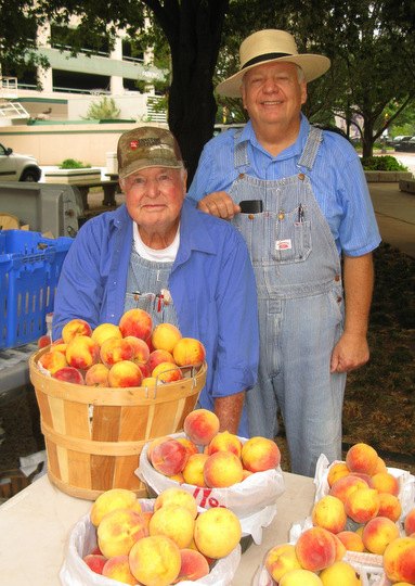 Texas peaches at the Cowtown Farmers Market