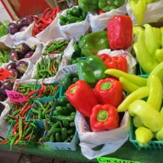 Fresh fruits, veggies decorate Texas farmers' markets