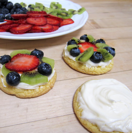 Mini Fruit Pizzas | Texas Farm Bureau - Table Top