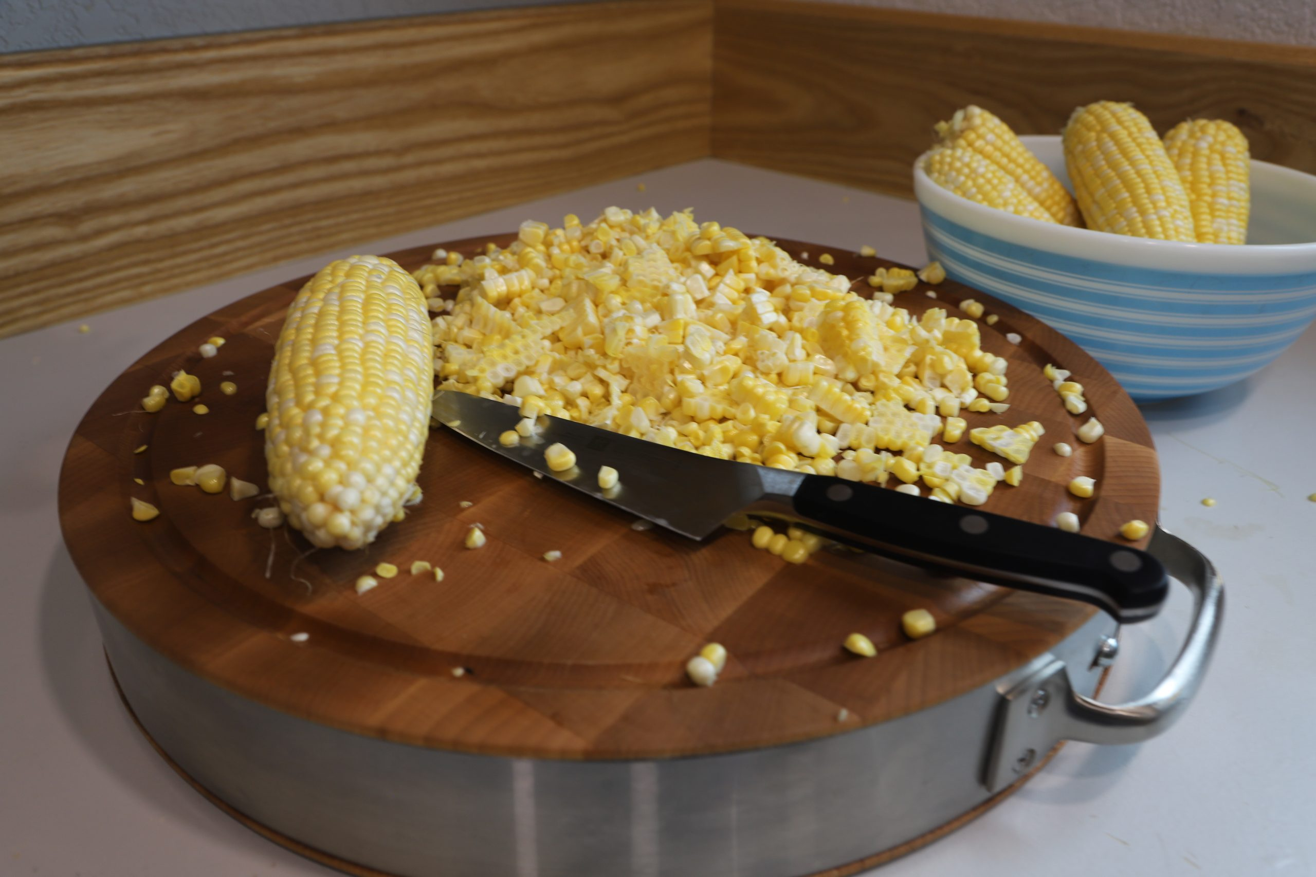 shelled corn and corn on cob